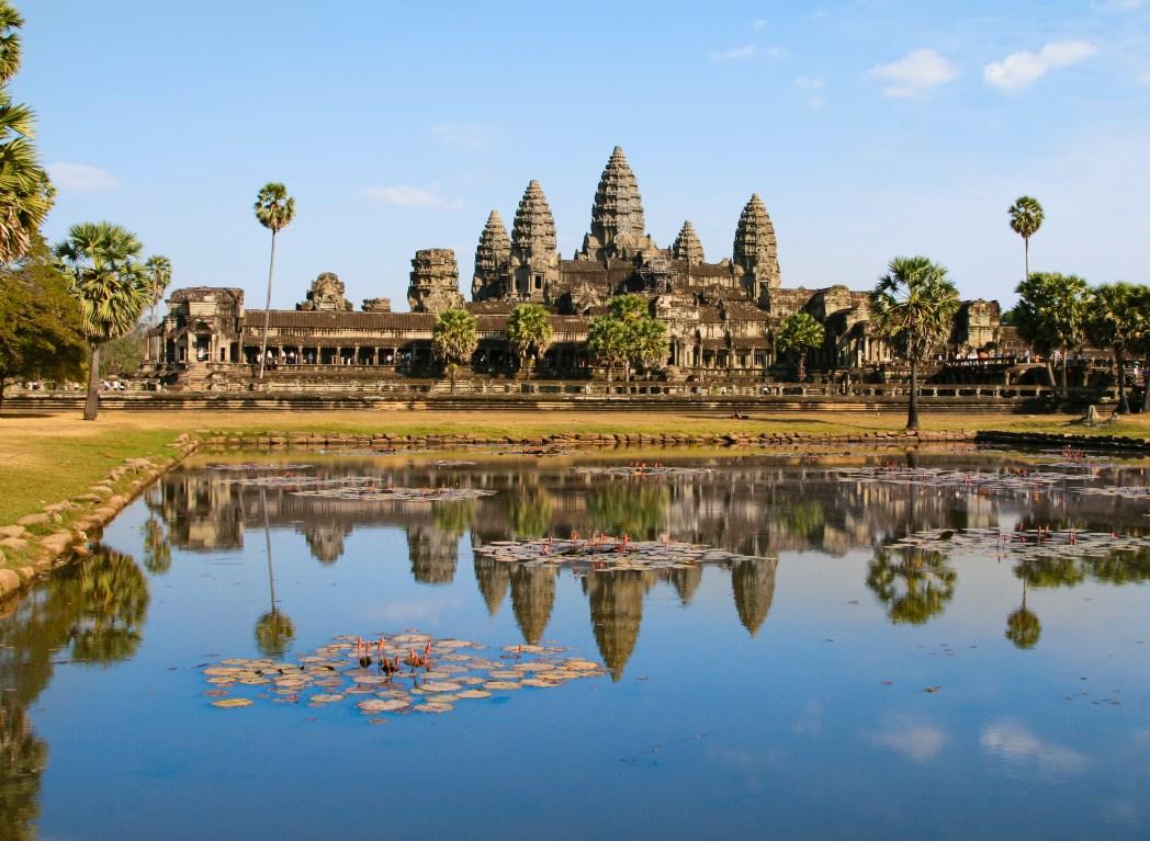 Angkor Watin temppelialue auringonlaskussa