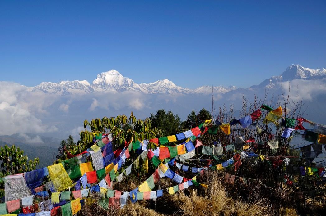Rukouslippuja vuorten rinteellä