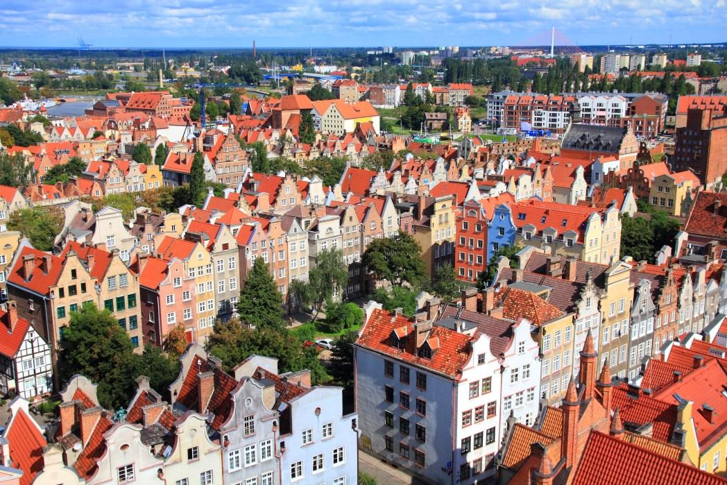 Kaupungin kadut, värikkäät talot ja mukulakivikadut